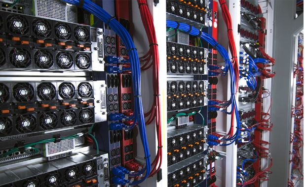 Lo0ad Balancing. server room panels & connections